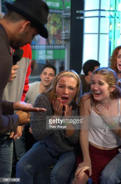 David Blaine pushes surgical needle through his hand as TRL audience members look on