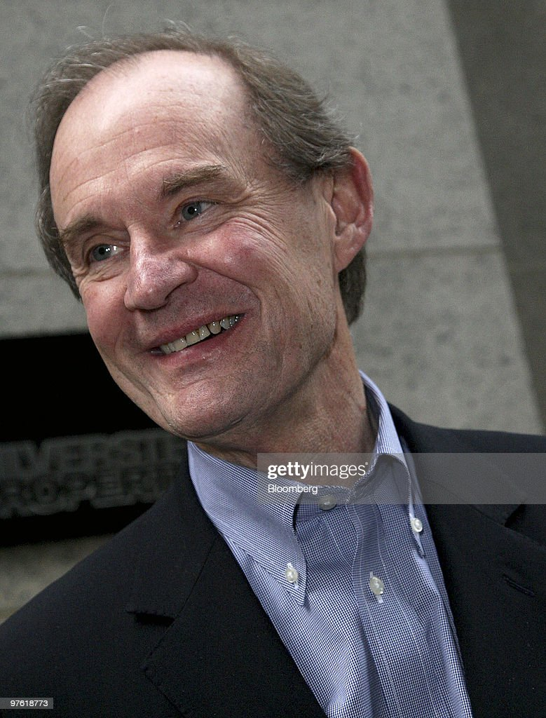 """Former AIG Chairman Maurice """"Hank"""" Greenberg Testifies About General Re Corp. Deal : News Photo"""