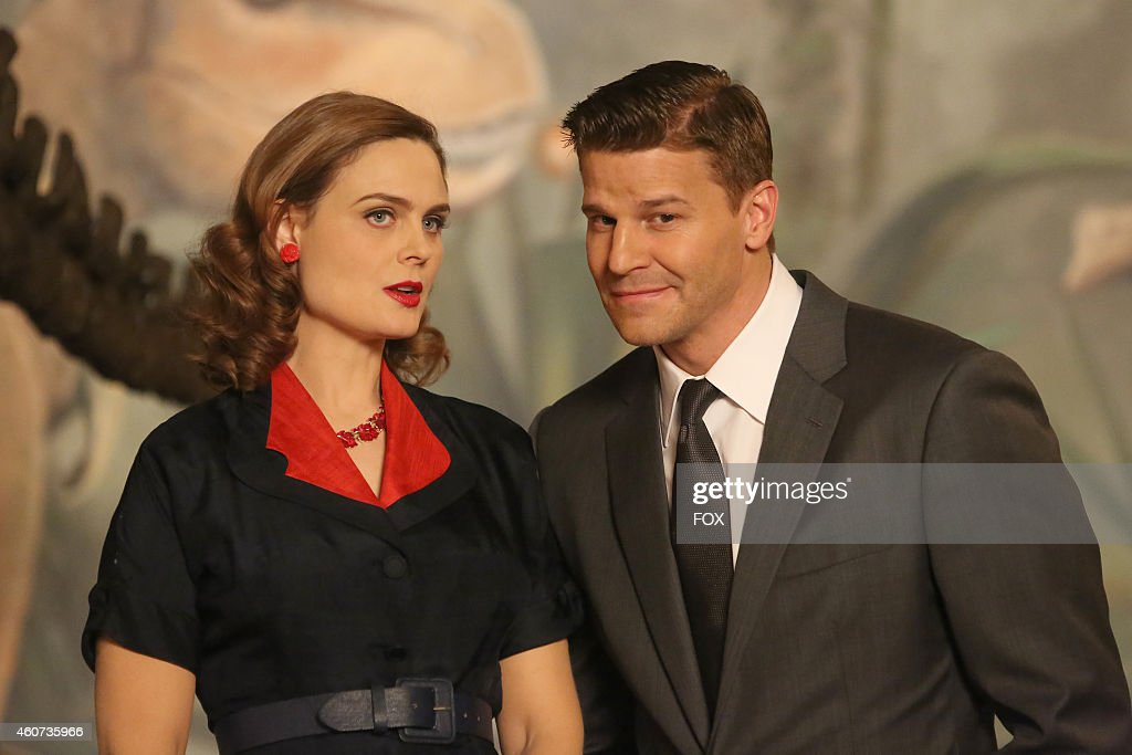 David Boreanaz (R) and Emily Deschanel in the 'The 200th in the 10th' 200th episode of BONES airing Thursday, Dec. 11, 2014 (8:00-9:00 PM ET/PT) on FOX.