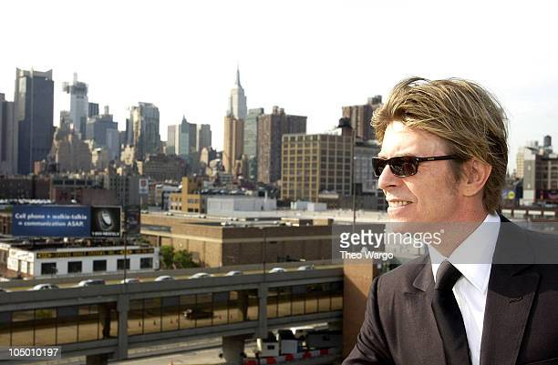 David Bowie aboard the QE2 arriving in New York from England
