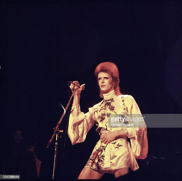 David Bowie performs on stage on his Ziggy Stardust/Aladdin Sane tour in London 1973