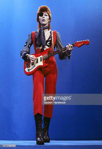 David Bowie performs 'Rebel Rebel' on the TV show TopPop on 7th February 1974 in Hilversum, Netherlands. He plays a Hagstrom Kent guitar.