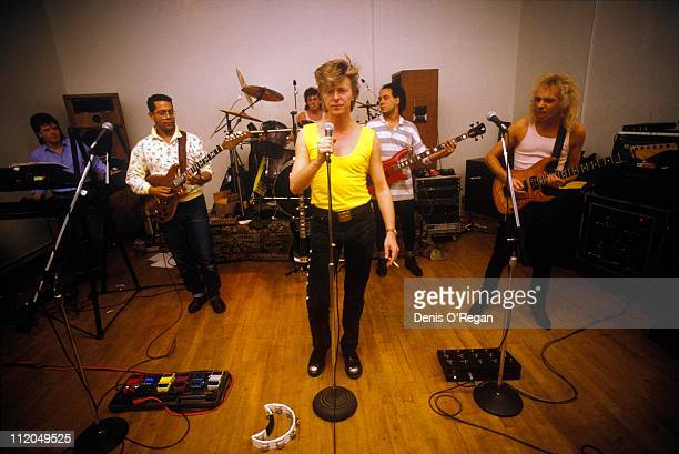 David Bowie rehearsing with his band in New York 1987 Left to right Richard Cottle Carlos Alomar Alan Childs Bowie Carmine Rojas and Peter Frampton