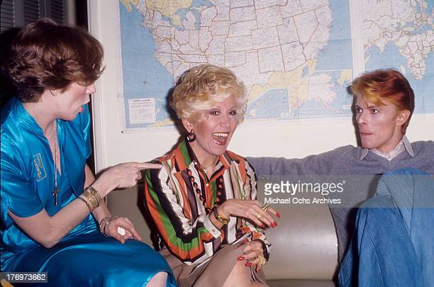 David Bowie Rona Barrett and Angela Bowie backstage on 'Good Morning America' by Rona Barrett in February 1976 in Los Angeles California