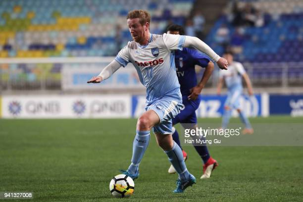 David Carney of Sydney FC in action during the AFC Champions League Group H match between Suwon Samsung Bluewings and Sydney FC at Suwon World Cup...