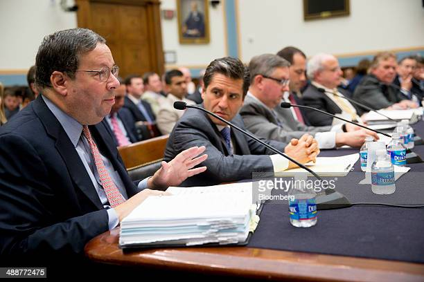 David Cohen executive vice president of Comcast Corp from left Robert Marcus chairman and chief executive officer of Time Warner Cable Inc and...