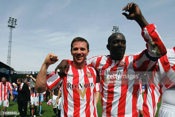 David Connolly and Dwight Yorke celebrate as Sunderland win the league title after the CocaCola Championship match between Luton Town and Sunderland...