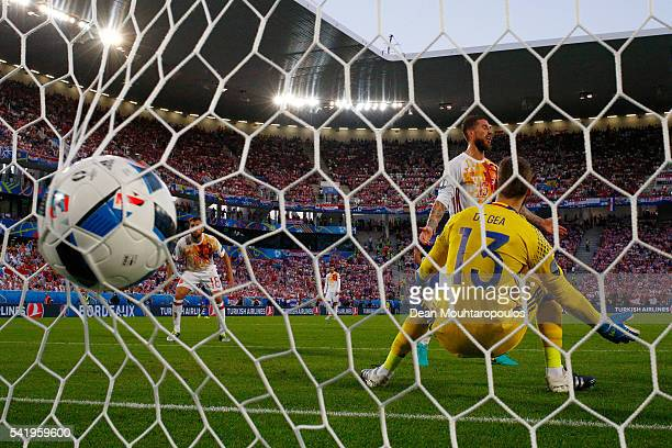 David de Gea and Sergio Ramos of Spain show their dejection as Nikola Kalinic of Croatia scores his team's first goal during the UEFA EURO 2016 Group...