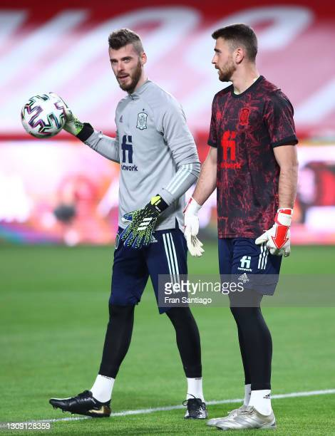 David de Gea and Unai Simon of Spain warm up prior to the FIFA World Cup 2022 Qatar qualifying match between Spain and Greece on March 25, 2021 in...