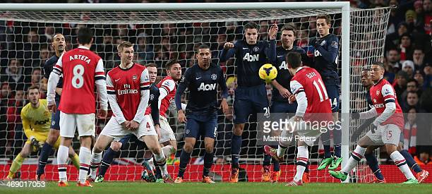 David de Gea, Chris Smalling, Robin van Persie, Michael Carrick and Adnan Januzaj of Manchester United defend a free kick from Mesut Oezil of Arsenal...