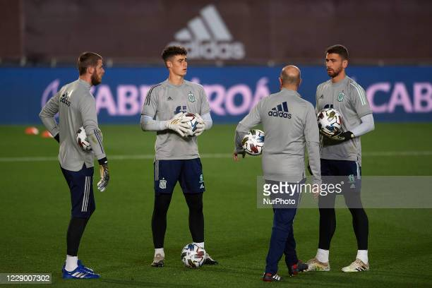 David De Gea Kepa Arrizabalaga and Unai Simon of Spain talking during the warmup before the UEFA Nations League group stage match between Spain and...