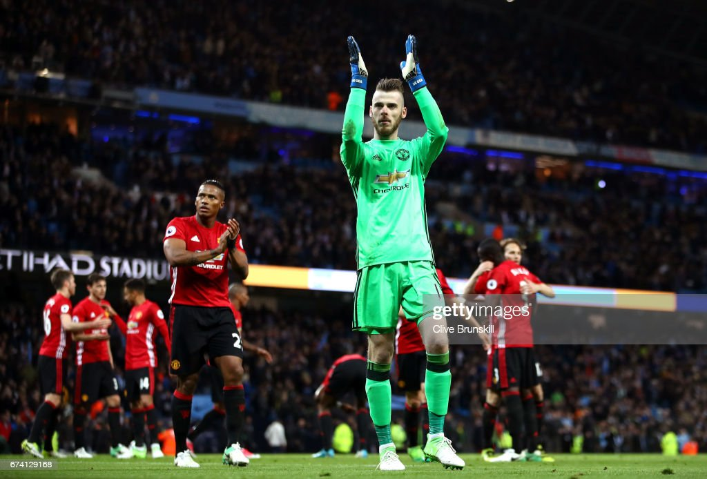 David De Gea of Manchester United and team mates applaud supporters during the Premier League match between Manchester City and Manchester United at Etihad Stadium on April 27, 2017 in Manchester, England.