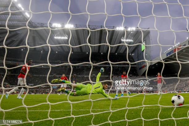 David De Gea of Manchester United looks on as Matthew Longstaff of Newcastle United scores his side's first goal to make the score 10 during the...