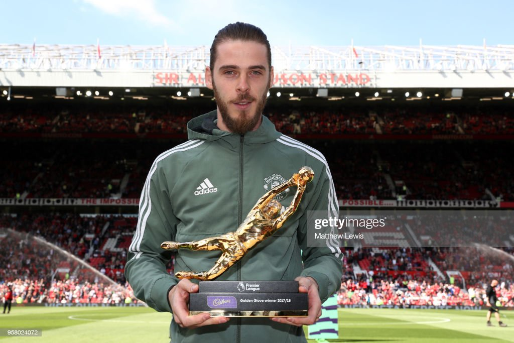 David De Gea of Manchester United pose for a photo with his Premier League Golden Glove Award prior to the Premier League match between Manchester United and Watford at Old Trafford on May 13, 2018 in Manchester, England.