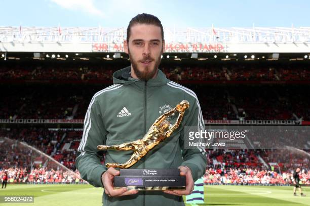 David De Gea of Manchester United pose for a photo with his Premier League Golden Glove Award prior to the Premier League match between Manchester...