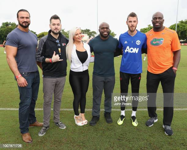 David de Gea of Manchester United pose with WWE announcer Mike Ford and wrestlers Drew McIntyre, Apollo Crews, Dana Brooke and Titus O'Neil after a...