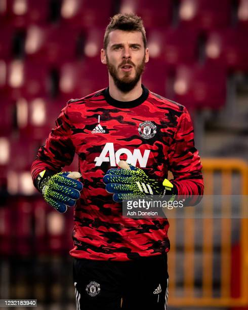 David de Gea of Manchester United warms up prior to the UEFA Europa League Quarter Final First Leg match between Granada CF and Manchester United at...