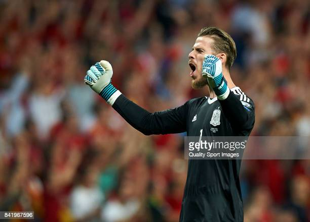 David De Gea of Spain celebrates after his team scoring the second goal during the FIFA 2018 World Cup Qualifier between Spain and Italy at Estadio...