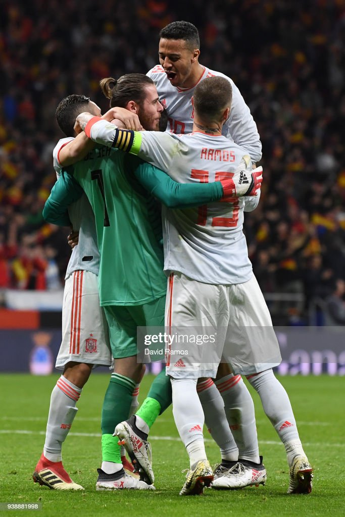 David De Gea of Spain celebrates his sides fifth goal with his team mates during the International Friendly between Spain and Argentina on March 27, 2018 in Madrid, Spain.