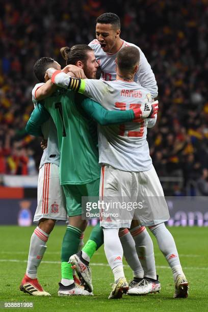 David De Gea of Spain celebrates his sides fifth goal with his team mates during the International Friendly between Spain and Argentina on March 27...