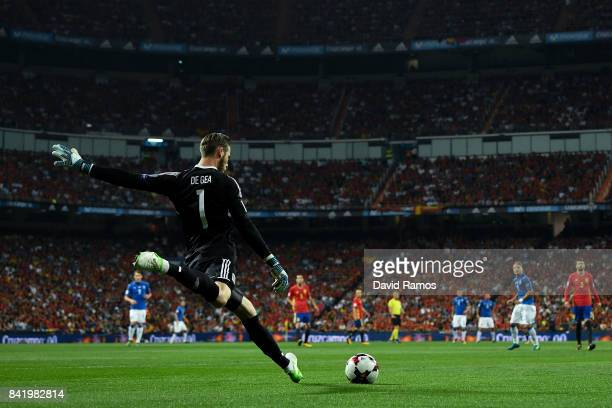 David De Gea of Spain kicks the ball during the FIFA 2018 World Cup Qualifier between Spain and Italy at Estadio Santiago Bernabeu on September 2...