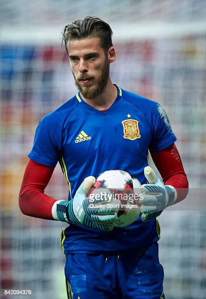 David De Gea of Spain looks on during the warm up prior the FIFA 2018 World Cup Qualifier between Spain and Italy at Estadio Santiago Bernabeu on...