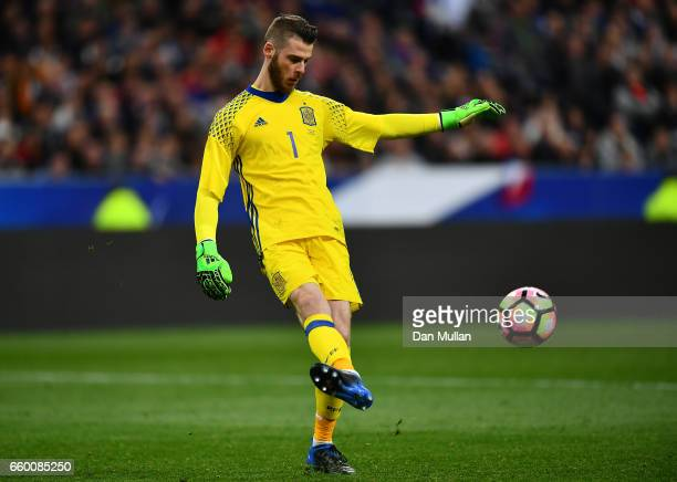 David de Gea of Spain passes the ball during the International Friendly match between France and Spain at the Stade de France on March 28 2017 in...