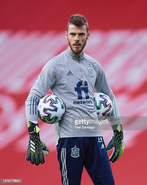 David de Gea of Spain warms up prior to the FIFA World Cup 2022 Qatar qualifying match between Spain and Kosovo on March 31, 2021 in Seville, Spain.
