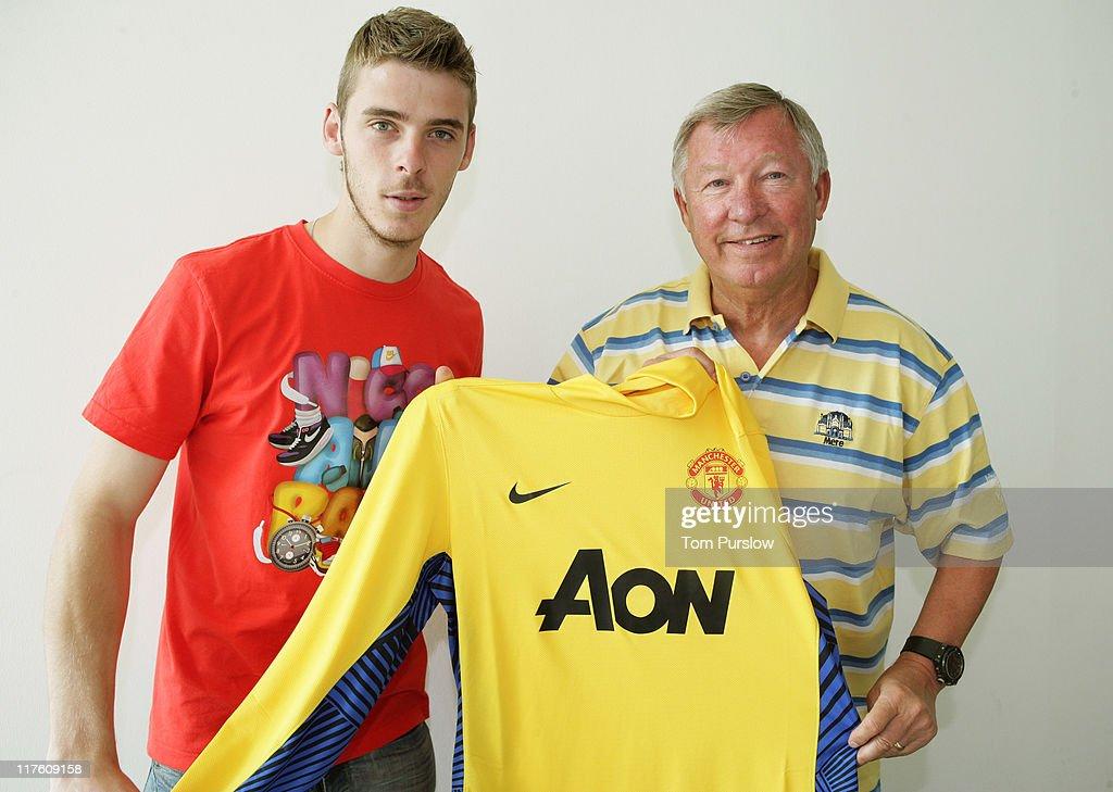 Manchester United Sign David De Gea : News Photo