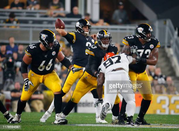 David DeCastro, Maurkice Pouncey and Ramon Foster of the Pittsburgh Steelers in action against the Cincinnati Bengals on September 30, 2019 at Heinz...