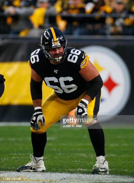 David DeCastro of the Pittsburgh Steelers in action against the Los Angeles Rams on November 10, 2019 at Heinz Field in Pittsburgh, Pennsylvania.