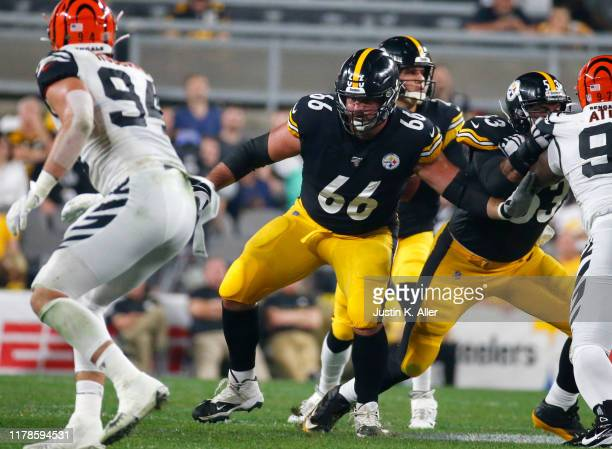 David DeCastro of the Pittsburgh Steelers in action against the Cincinnati Bengals on September 30, 2019 at Heinz Field in Pittsburgh, Pennsylvania.