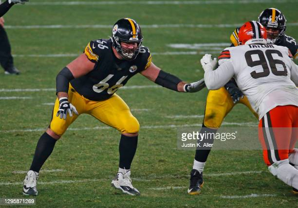 David DeCastro of the Pittsburgh Steelers in action against the Cleveland Browns on January 11, 2021 at Heinz Field in Pittsburgh, Pennsylvania.