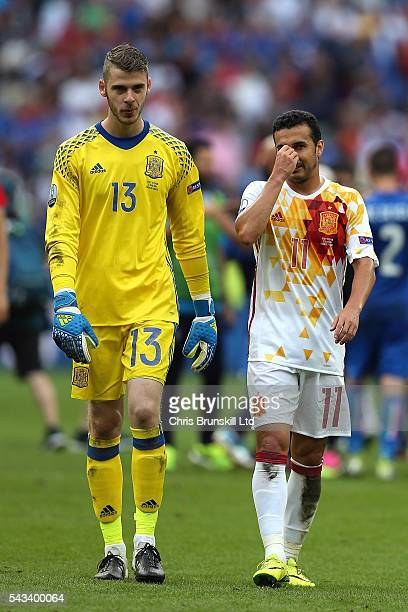 David Di Gea of Spain and teammate Pedro look dejected following the UEFA Euro 2016 Round of 16 match between Italy and Spain at Stade de France on...