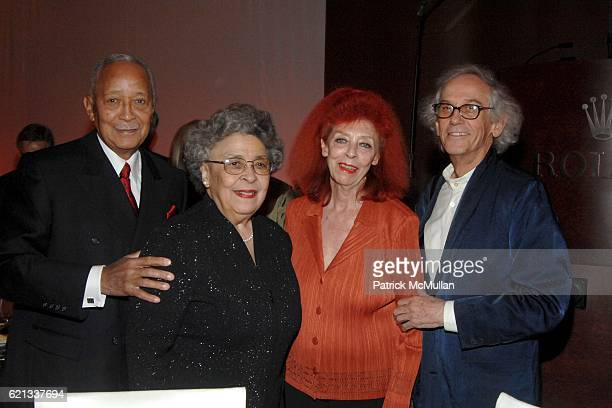David Dinkins, Joyce Dinkins, Jeanne-Claude and Christo attend In Memoriam: Jeanne-Claude Denat de Guillebon 1935 ñ 2009 at Steven Kasher Gallery on...