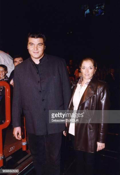 David Douillet et son épouse au Palais Omnisports de Bercy le 10 octobre 1998 à Paris France