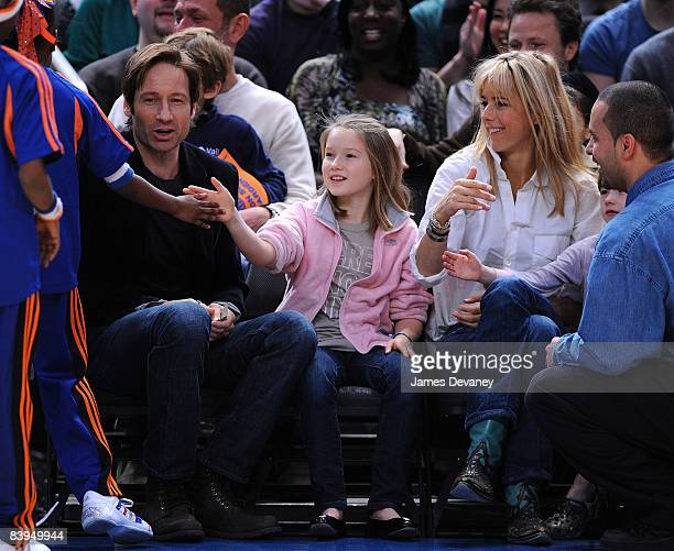David Duchovny Madelaine Duchovny and Tea Leoni attend Detroit Pistons vs New York Knicks game at Madison Square Garden on December 7 2008 in New...