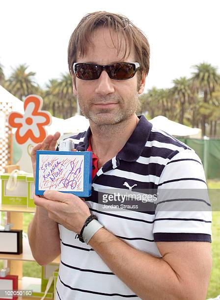 David Duchovny participates at the Oopsy daisy Art Booth at Elisabeth Glaser Pediatric Aids Carnival at Wadsworth Theater on June 13 2010 in Los...