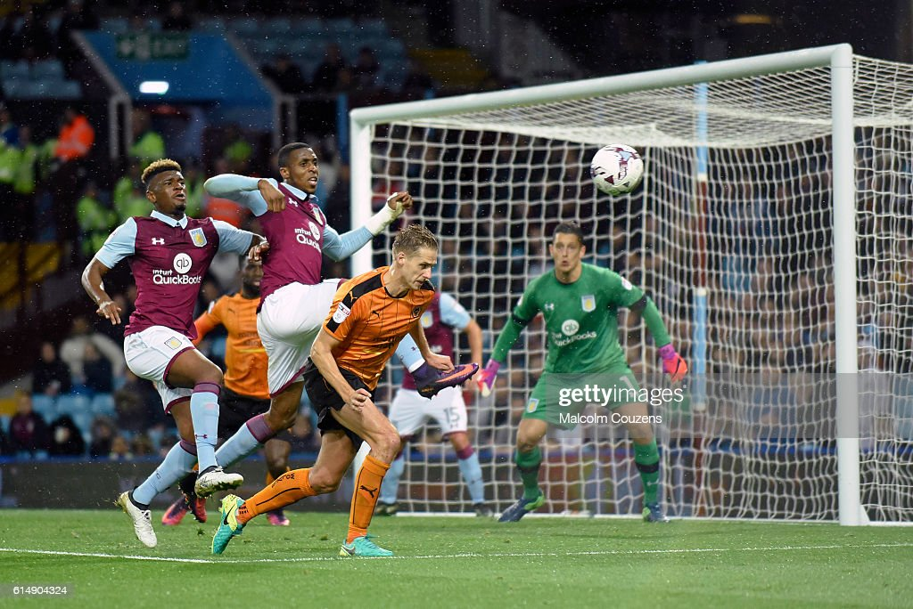 David Edwards of Wolverhampton Wanderers goes close with a header during the Sky Bet Championship match between Aston Villa and Wolverhampton Wanderers on October 15, 2016 in Birmingham, England.