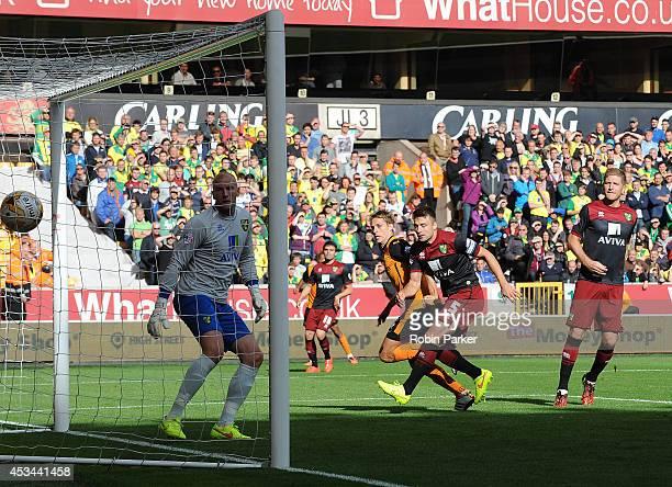 David Edwards of Wolverhampton Wanderers scores a goal past Norwich City goalkeeper John Ruddy during the Sky Bet Championship match between...