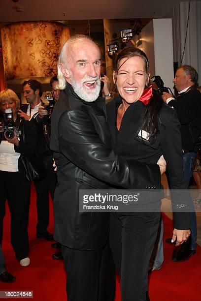 David Gant Und Katy Karrenbauer Bei Der Omega Vip Cocktail Party Im Kadewe In Berlin
