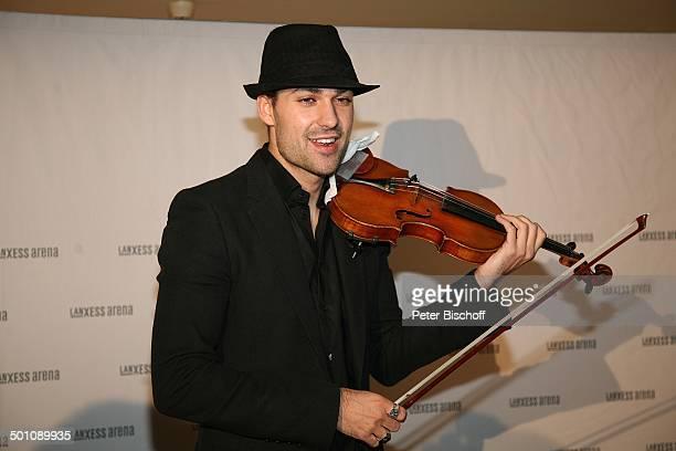 David Garrett Porträt Pressekonferenz Köln NordrheinWestfalen Deutschland Europa Portrait Geige Musikinstrument Instrument Hut Geige spielen Musiker...