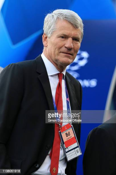 David Gill looks on before the UEFA Champions League Quarter Final second leg match between FC Barcelona and Manchester United at Camp Nou on April...