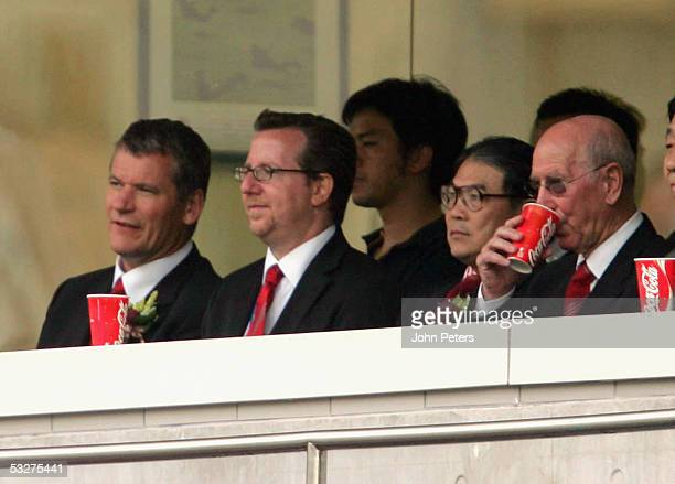 David Gill of Manchester United talks to Bryan Glazer son of new owner Malcolm Glazer during the preseason friendly match against the Hong Kong...
