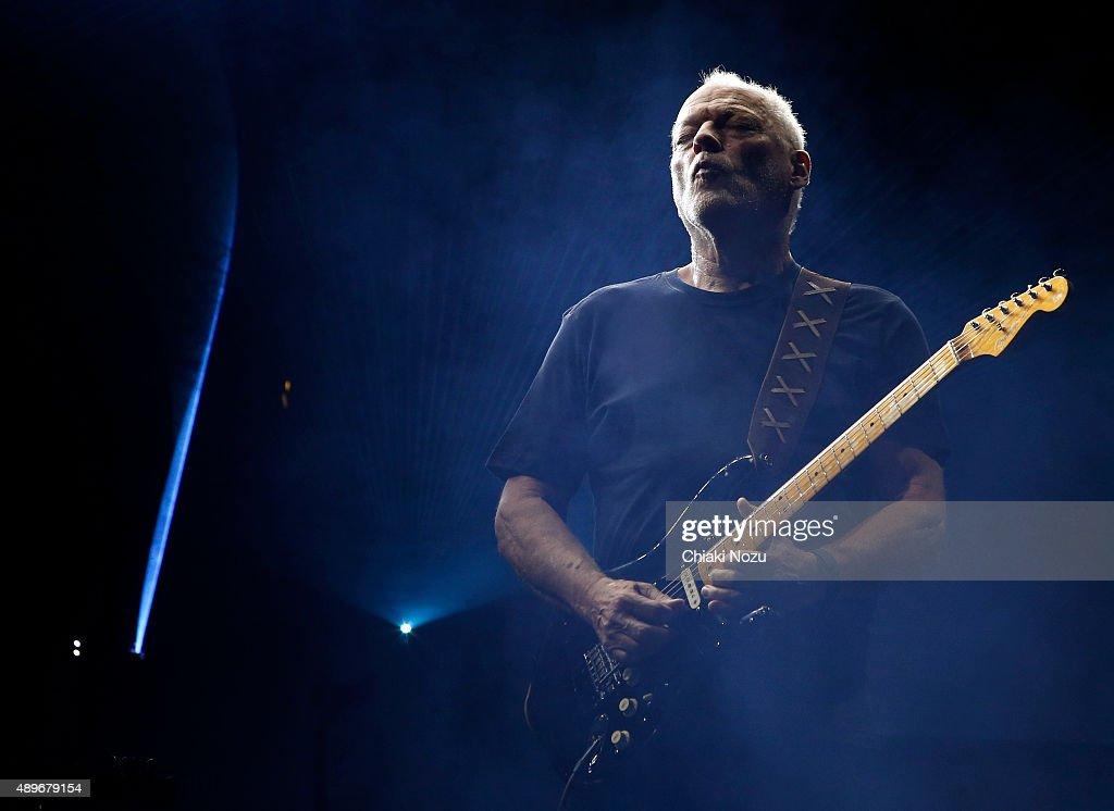 David Gilmour Performs At The Royal Albert Hall : News Photo