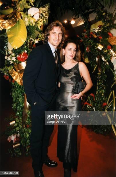 David Ginola et sa femme Coraline le 7 décembre 1998 à Paris France