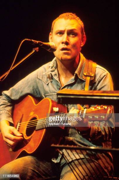 David Gray performs on stage Barbican London 25th September 1999