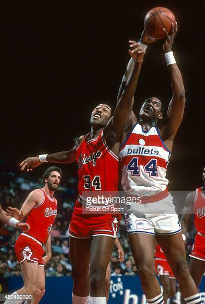 David Greenwood of the Chicago Bulls battles for a rebound with Rick Mahorn of the Washington Bullets during an NBA basketball game circa 1984 at the...