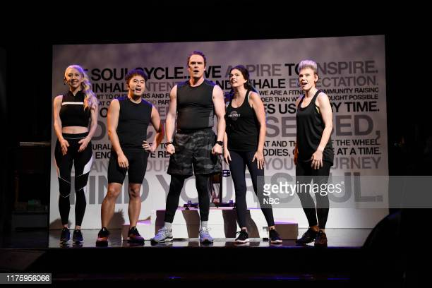 """David Harbour"""" Episode 1770 -- Pictured: Heidi Gardner, Bowen Yang, host David Harbour, Cecily Strong, and Kate McKinnon during the """"Soul Cycle""""..."""