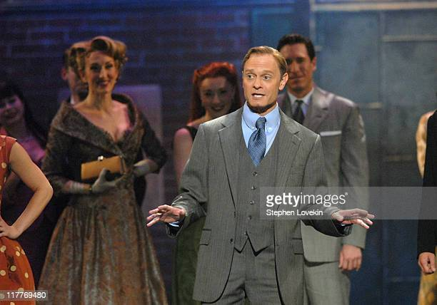 David Hyde Pierce and the cast of Curtains perform Show People